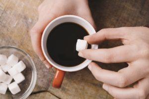 コーヒーに砂糖